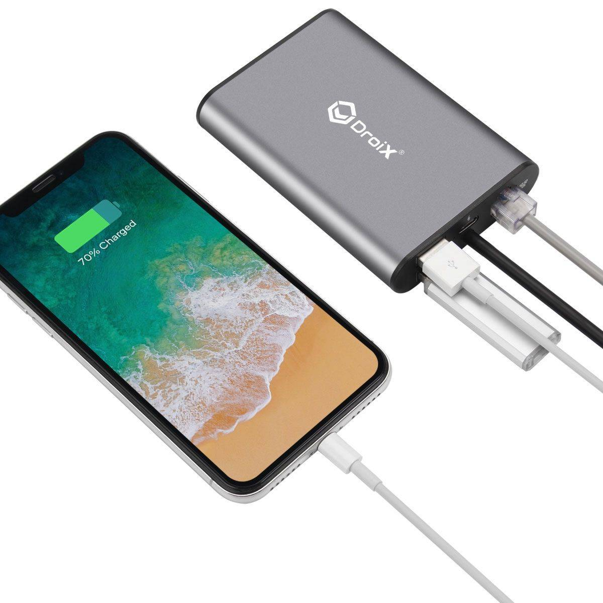 DroiX FX8 USB Type-C Hub Charging an iPhone XS