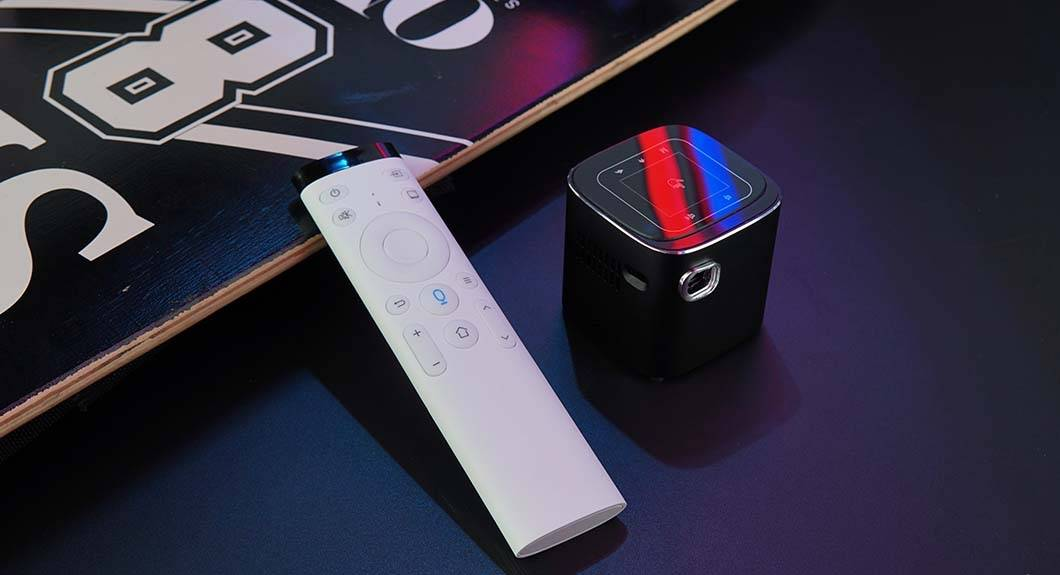 Hotack D10 Android Portable Pico Projector - Presentation picture with Remote